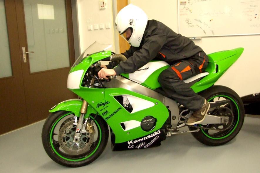 Nový systém zavěšení předního kola motocyklu zvyšuje bezpečnost řidičů