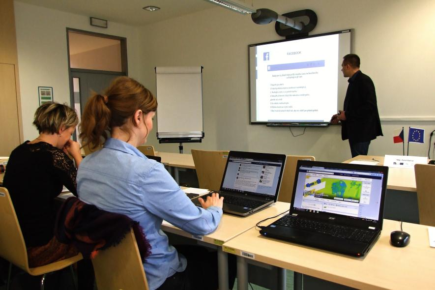 Na VŠB-TU Ostrava se učí i přes Facebook. Studenti si to pochvalují