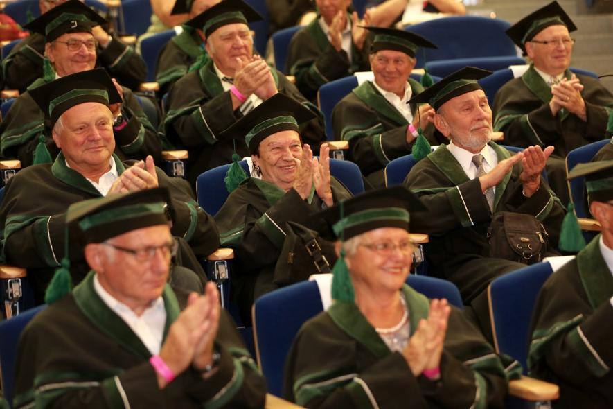 Absolventi VŠB-TUO z roku 1965 se společně sešli u Zlaté promoce a odhalení stopy profesora Karla Mazance