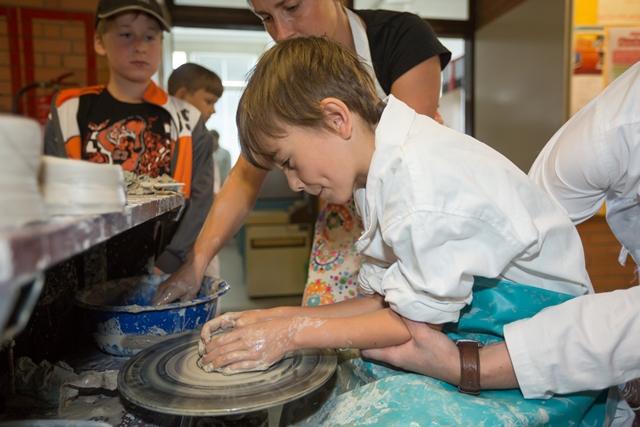 Na VŠB-TUO začínají letní příměstské tábory, letos poprvé i pro autisty