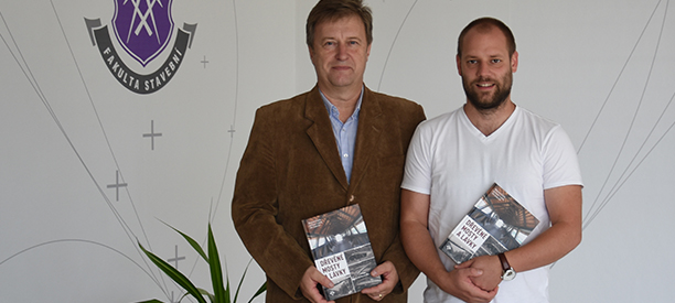 Vychází výjimečná kniha o dřevěných mostech a lávkách
