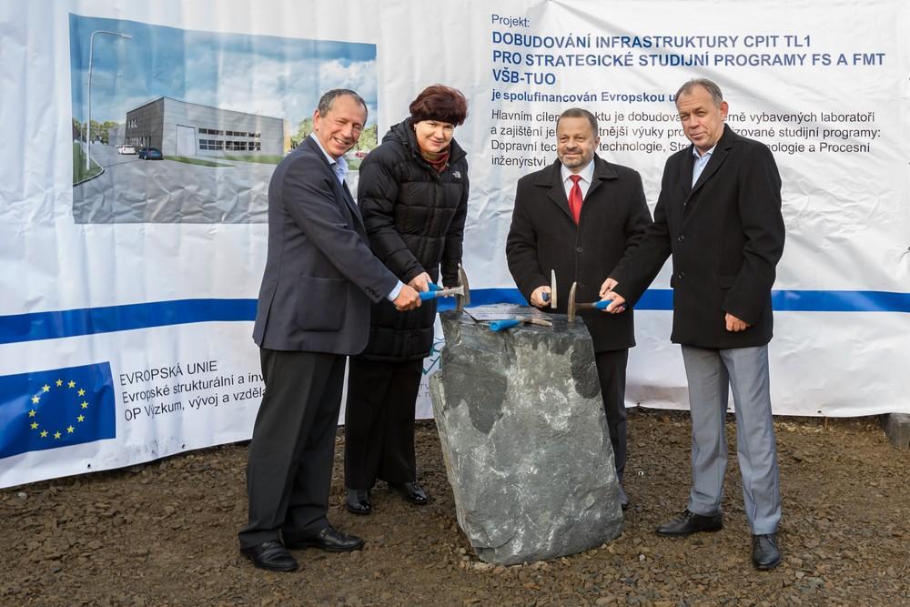 Slavnostní poklepání na základní kámen odstartovalo dostavbu objektu CPIT TL1
