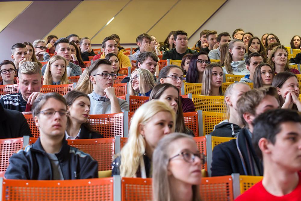 Otevřenými dveřmi EKF prošlo na 600 zájemců o studium