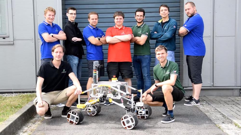 Tým RoverOva se připravuje na soutěž mobilních robotů