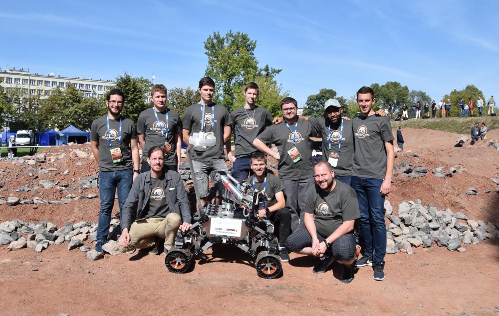Fantazie: tým RoverOva veze z prestižní soutěže robotů bronz