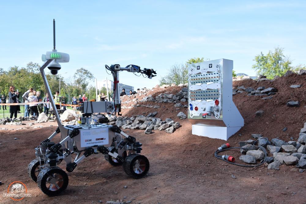 Tým RoverOva veze z prestižní soutěže robotů bronz