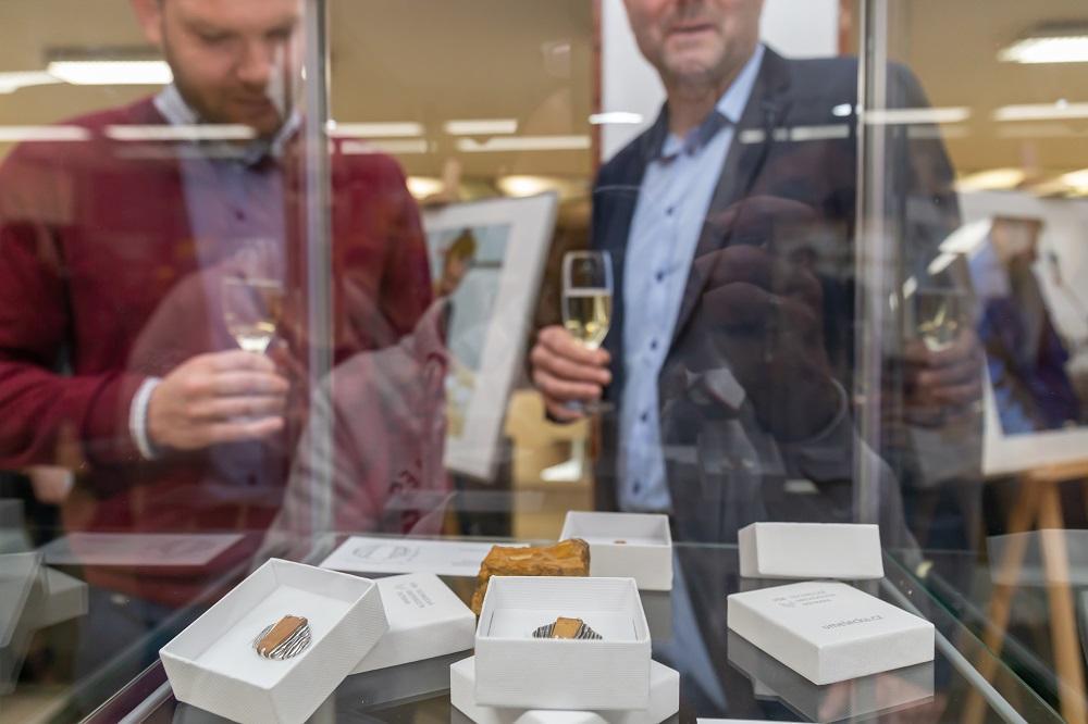 VŠB-TUO na vernisáži představila svou první kolekci šperků