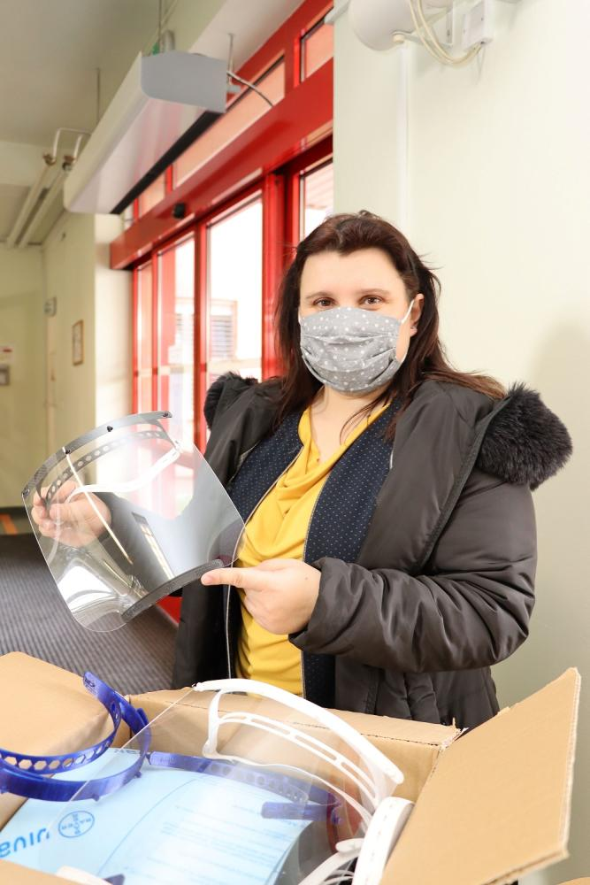 VSB-Technical University of Ostrava handed over the first 60 pieces of specially made protective plastic shields to University Hospital Ostrava