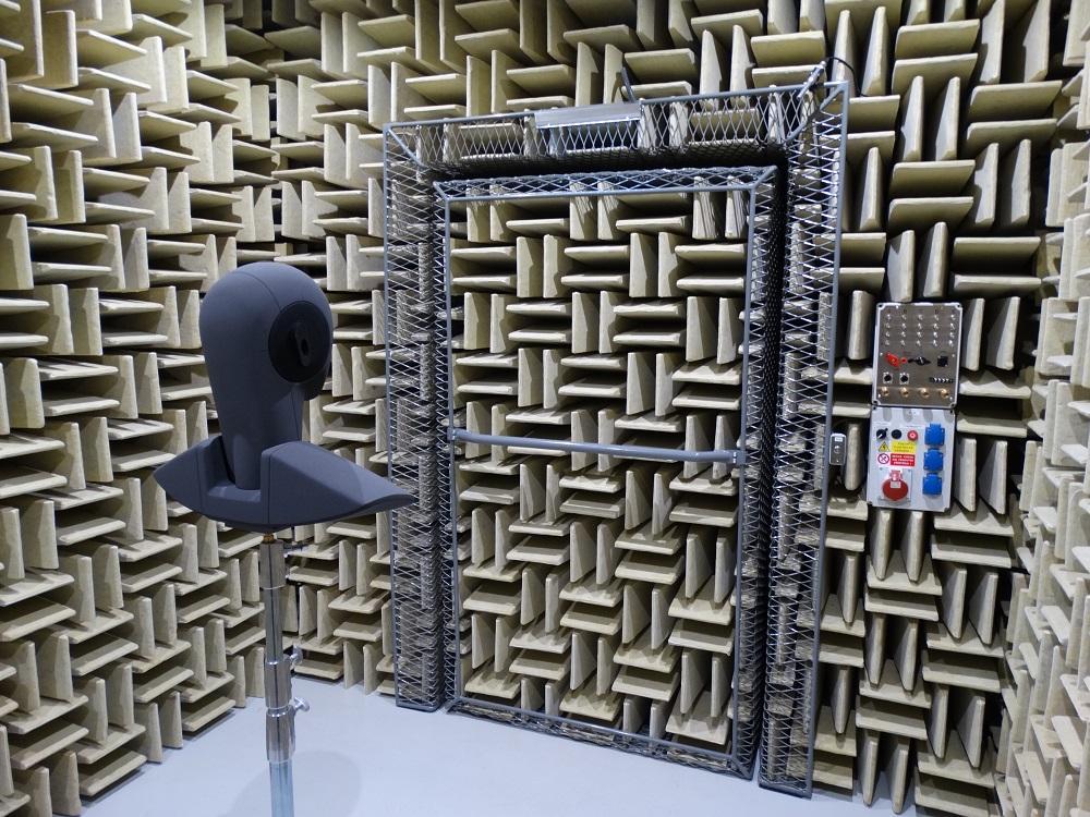 Hluk i vibrace měří vědci z Ostravy ve Ferrari