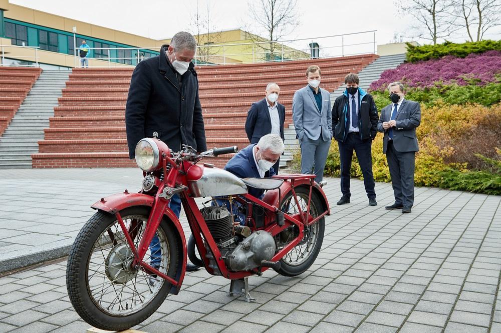 Z Restaurátorské dílny vyjíždí další nablýskaný motocykl