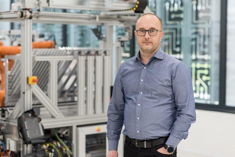 """""""Kybernetika je propojení počítačů a reálného světa,"""" říká nově jmenovaný profesor Jiří Koziorek"""