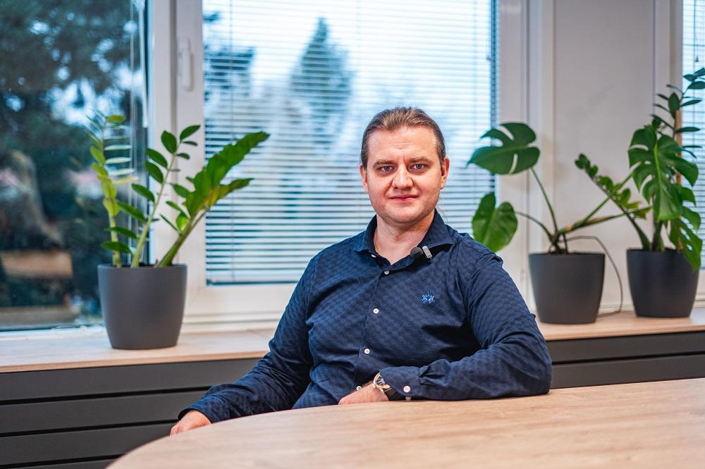 """""""Chci, aby můj tým dělal reálné věci, které mají význam jak pro firmy, tak i pro klinickou praxi,"""" říká nově jmenovaný profesor Radek Martinek"""