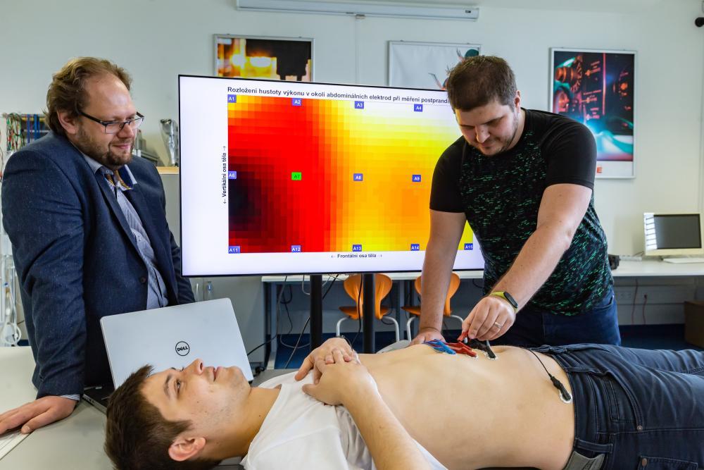Vědci z Fakulty elektrotechniky VŠB-TUO měří s pomocí umělé inteligence aktivitu žaludku