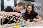 Studenti VŠB – Technické univerzity Ostrava budou stavět mosty ze špejlí