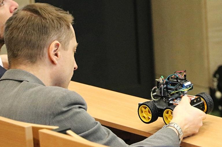 Na VŠB-TUO se proháněli roboti