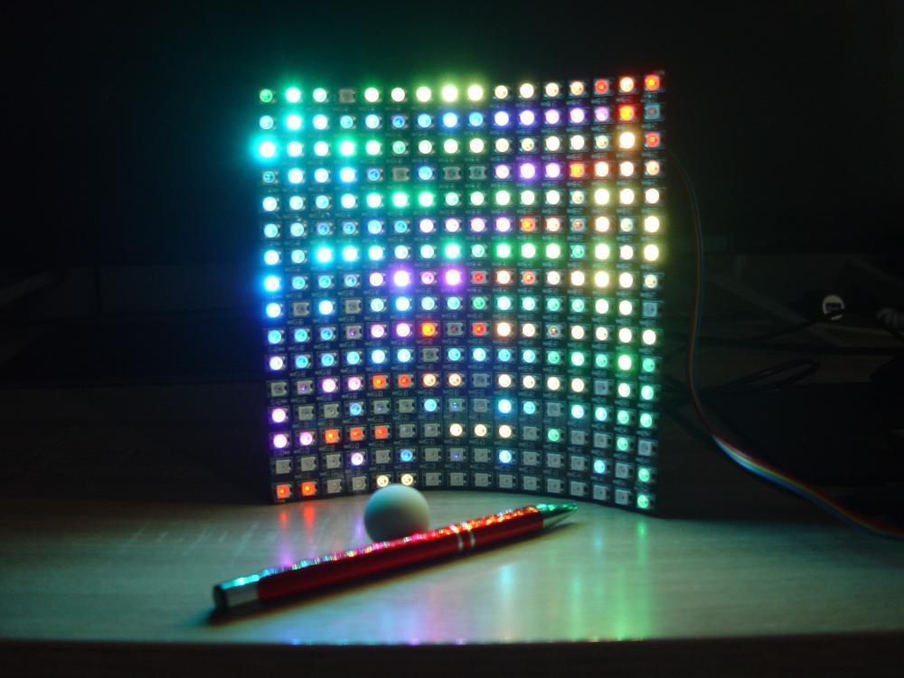 Rychlejší, lepší a prostorově úspornější. Ode dnes jen jednoduché zobrazování pomocí LED diod.