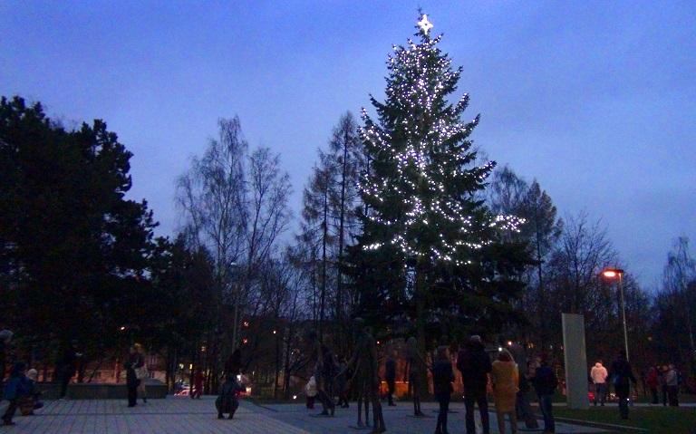 Rozsvícení vánočního stromku před rektorátem VŠB-TUO