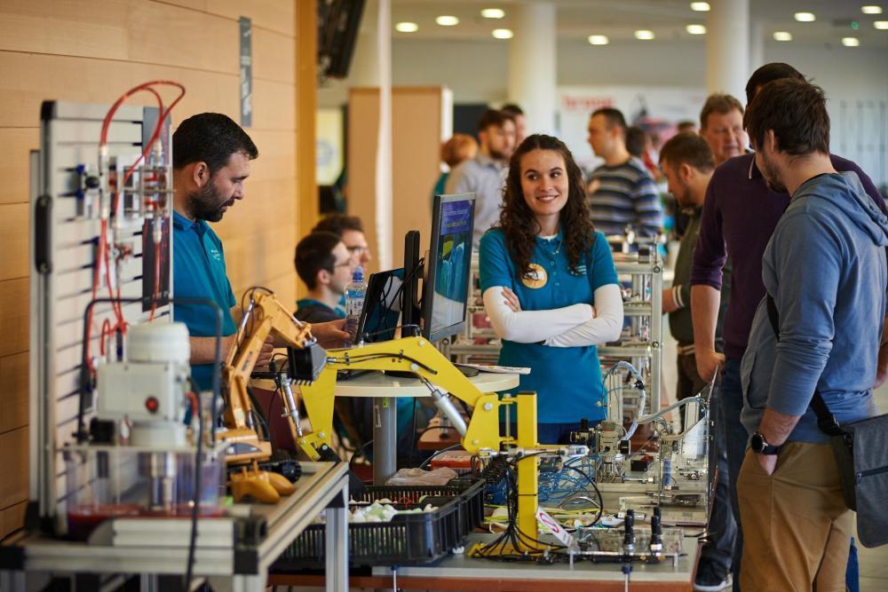 Den otevřených dveří přilákal na Fakultu strojní stovky návštěvníků