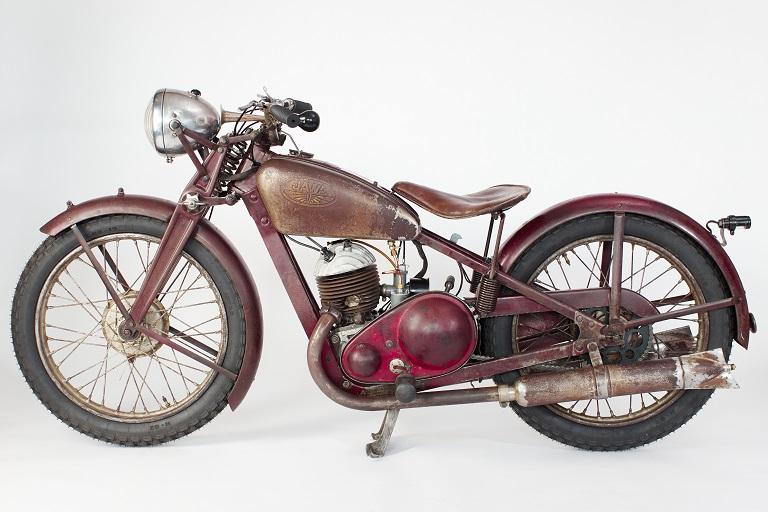 V Restaurátorské dílně Fakulty strojní VŠB-TUO obnovili první historický motocykl