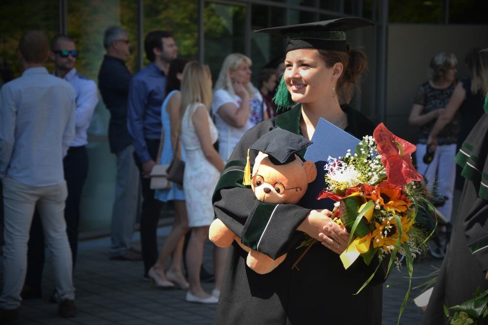 Informace k předávání diplomů a dodatků k diplomům studentům závěrečných ročníků FMT