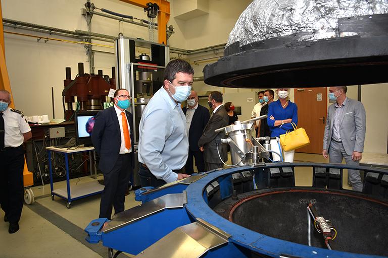 Návštěva ministra vnitra Jana Hamáčka na Fakultě bezpečnostního inženýrství